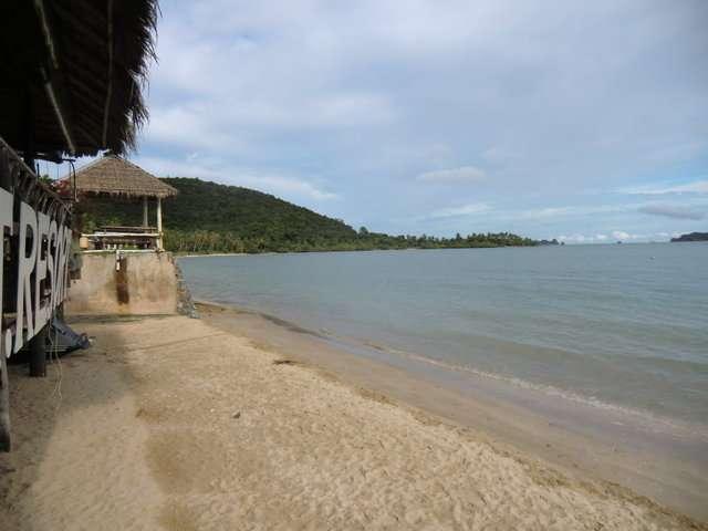 linksseitig vom Resort